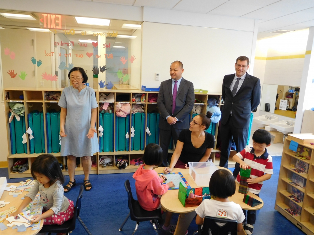 On September 18, 2017, Assemblyman Braunstein visited the Chinese-American Planning Council's Queens Community Services building in Flushing.<br />