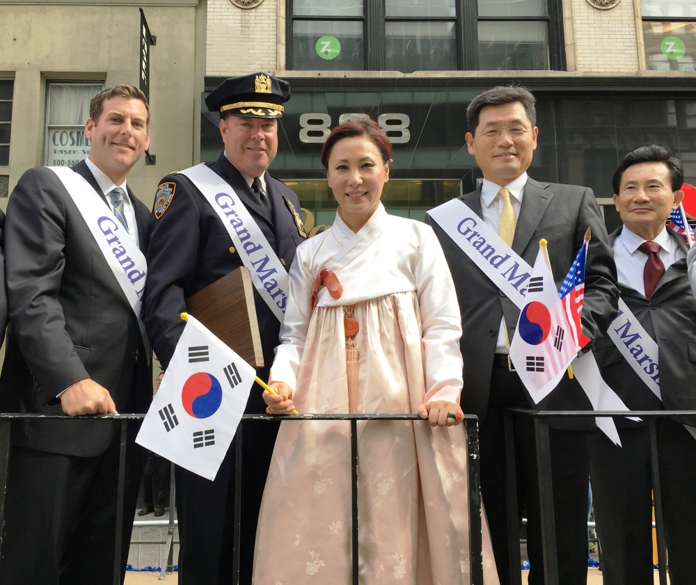 On October 7, 2017, Assemblyman Braunstein marched in the 37th Annual Korean Parade & K-Town Festival.