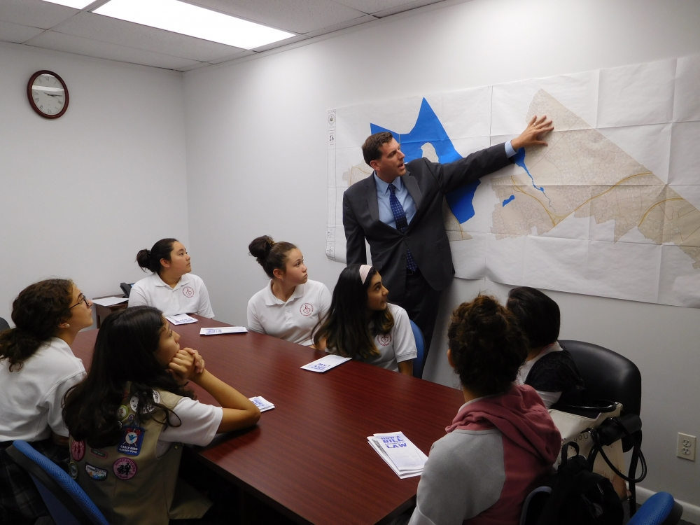 On October 11, 2017, Assemblyman Braunstein met with Sacred Heart Girl Scout Troop 4022 at his District Office.