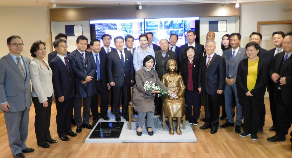 On November 17, 2017, Assemblyman Braunstein joined the Korean American Association of Greater New York, Korean Majority Leader Chu Mi-ae, and members of the Korean National Assembly, at the Museum of