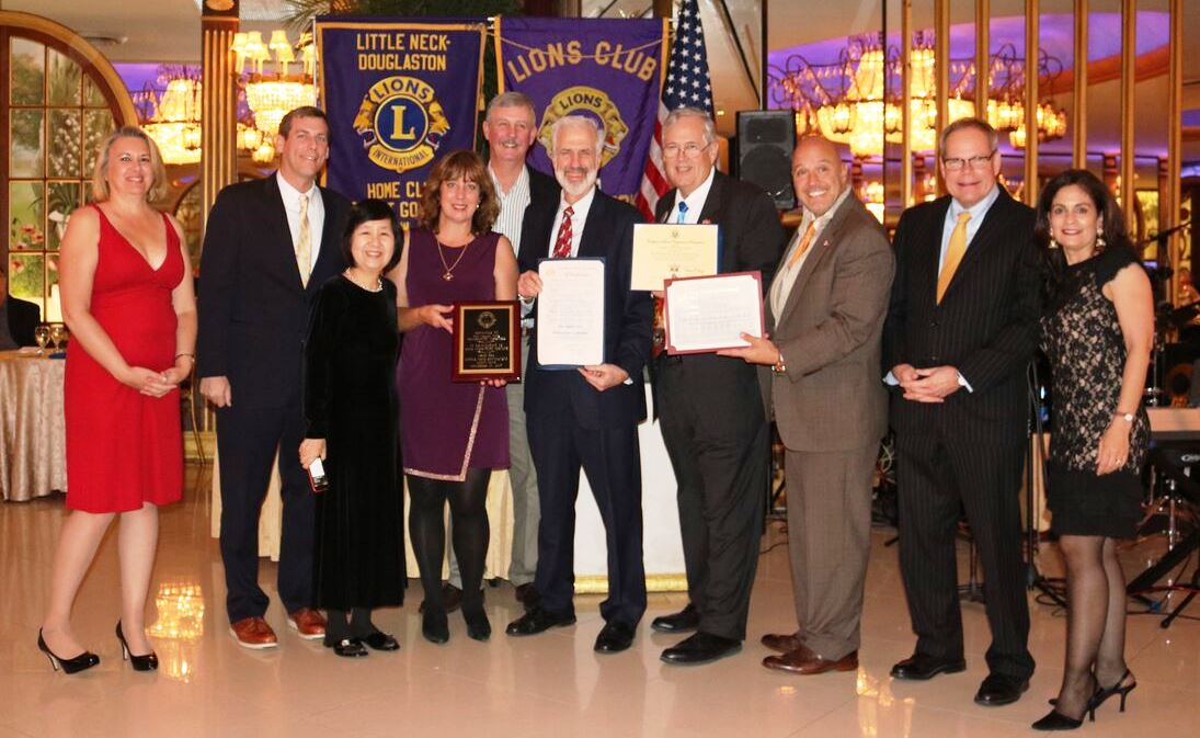 On November 19, 2017, Assemblyman Braunstein attended the Little Neck-Douglaston Lions Club 21st Annual Dinner Dance Fundraiser.
