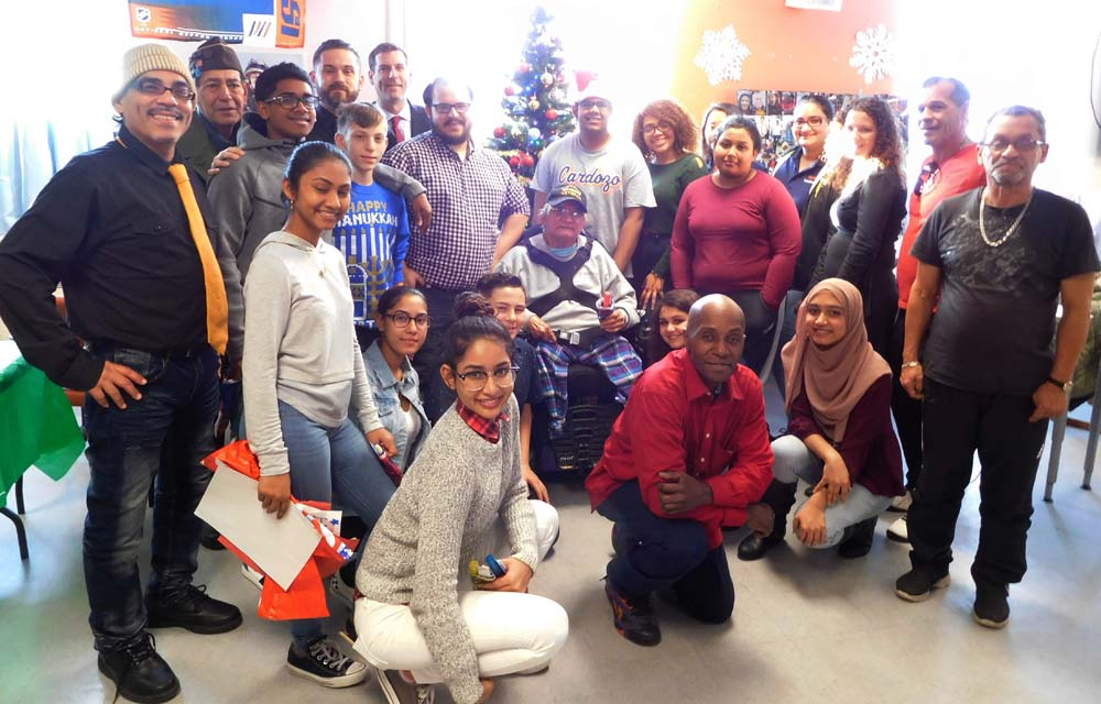Assemblyman Braunstein, his staff, and students and staff from Benjamin N. Cardozo High School are pictured on December 21, 2017 with veterans at the St. Albans VA Community Living Center.