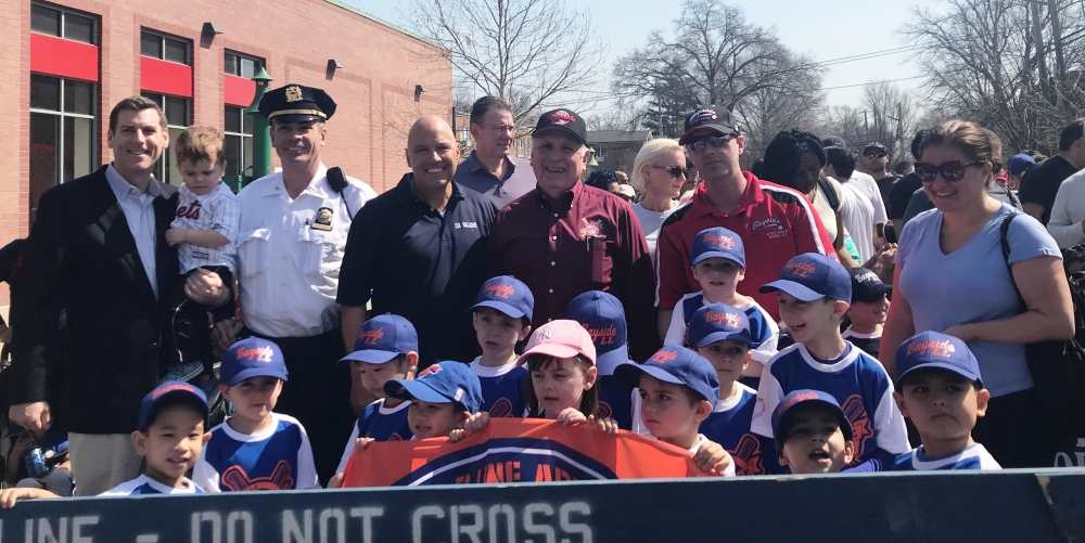 On April 14, 2018, Assemblyman Braunstein threw out the first pitch at the Bayside Little League Opening Day ceremonies and marched in its parade.