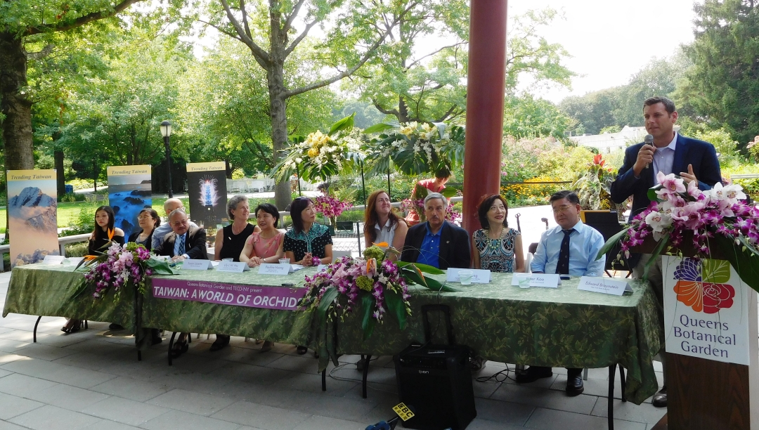 "On August 16, 2018, Assemblyman Braunstein attended the Queens Botanical Garden ""Taiwan: A World of Orchids"" exhibit, presented in conjunction with the Taipei Economic and Cultural Office."