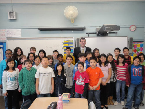 Assemblyman Braunstein with 5th grade students at PS 41 after a thoughtful and insightful discussion about the legislative process.