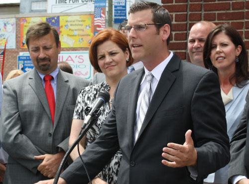 On July 13, 2011, Assemblyman Braunstein, Community Board 11 President Jerry Iannece, City Council Speaker Christine Quinn, and Councilwoman Elizabeth Crowley attended a victory celebration at Engine 306 in Bayside after the City Council and Mayor Bloomberg reached a budget deal to keep 20 firehouses open, prevented teacher layoffs, and restored funding for the New York City Library system.