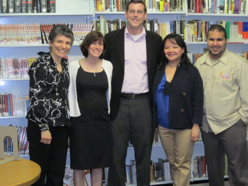 Assemblyman Braunstein attended a fundraiser for the Friends of Douglaston-Little Neck Library with members of the community.