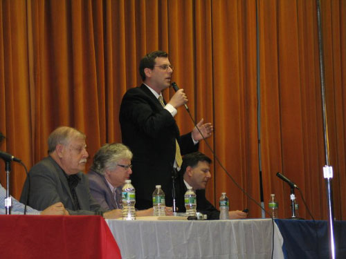Assemblyman Braunstein speaking at the Clearview Gardens property tax protest on April 7, 2011 along with Sen. Toby Stavisky and Councilman Mark Weprin.