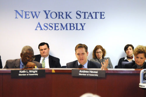 Assemblyman Hevesi joint-chairs an Oversight hearing on pay equity in New York State.
