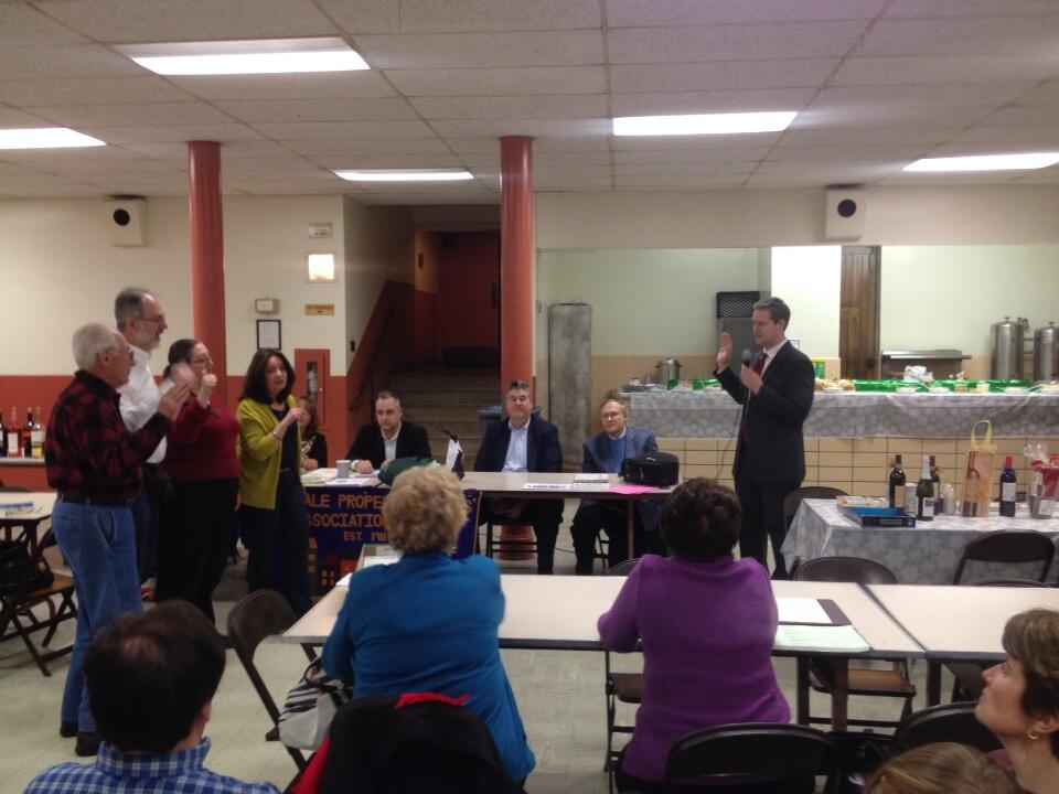 Assemblyman Hevesi swears in officers of the Glendale Civic Association.