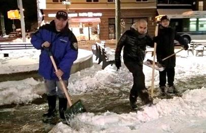 On February 9, 2017 Assemblyman Barnwell was joined by members of his staff and the 104th Community Affairs Officers to shovel snow for residents in the district who were unable to.<br />