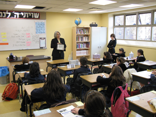 Assemblywoman Weinstein is a strong supporter of all public and private schools in her district; securing funding for mandated services and fighting for additional funding for the many needs these schools experience. Recently, the Assemblywoman spoke to 5th graders at Yeshiva Lev Bais Yaakov discussing civic responsibility, the electoral process and answered questions from the students about the job of an Assemblywoman both in Albany and in Brooklyn.