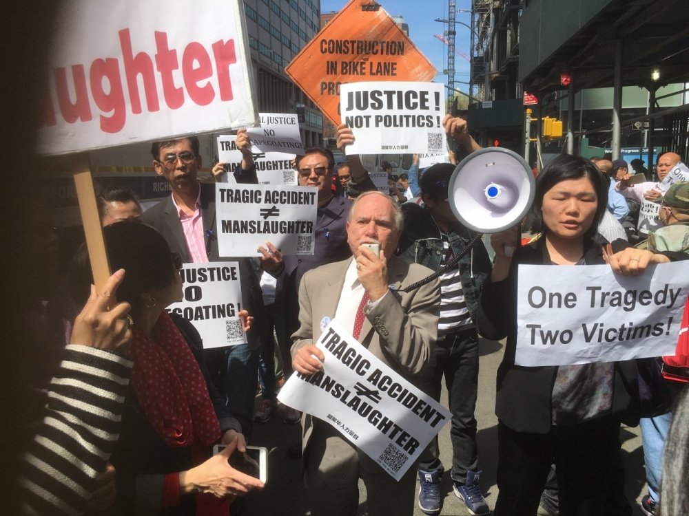 Assemblymember William Colton and Chief of Staff Susan Zhuang at a rallying protesting the scapegoating of Peter Liang.<br />