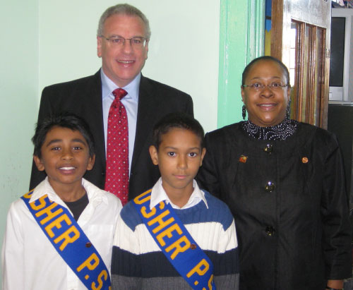 Student ushers welcomed Assemblyman Jeffrey Dinowitz to a visit to PS 16 in Wakefield. Also pictured is Principal Yvonne Williams.