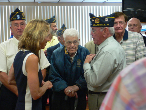 Assemblywoman Paulin speaks with Scarsdale veterans.