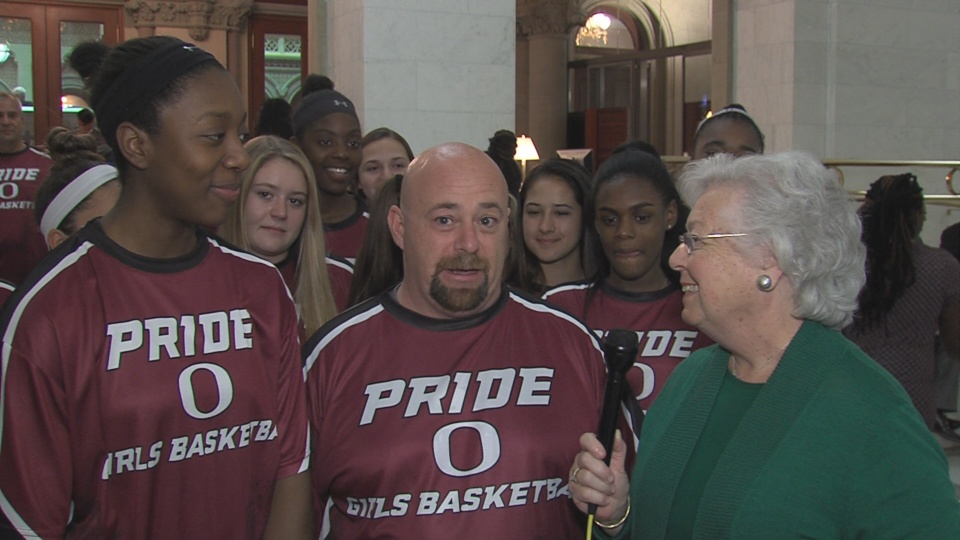 Assemblywoman Galef Speaks with the Pride O Basketball Team