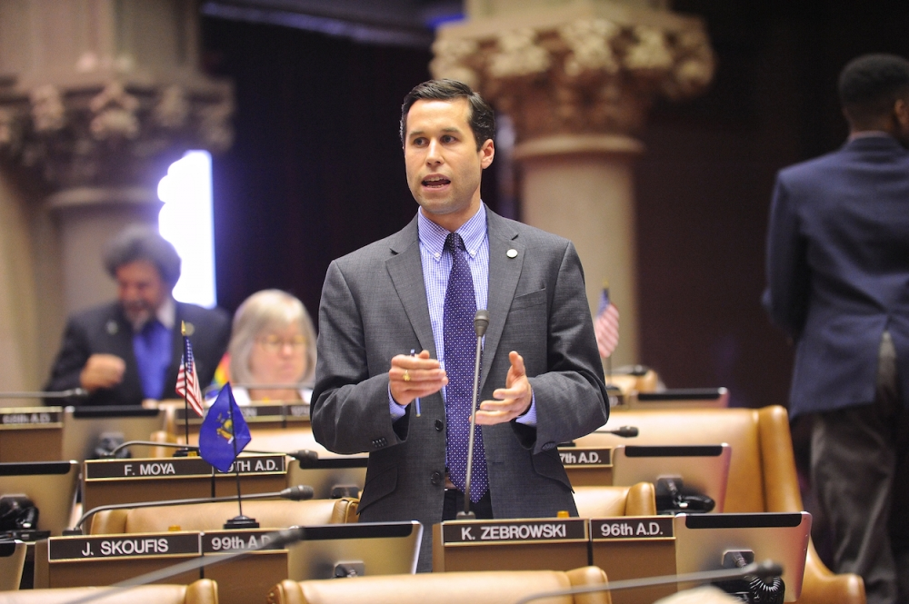 Assemblyman Zebrowski debates his bill on the floor.