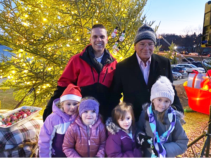 Assemblyman Angelo Santabarbara helped officially kick-off the holiday season in the City of Amsterdam with the annual Tree Lighting Ceremony on the Mohawk Valley Gateway Overlook Bridge. He was joine