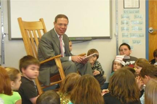 Assemblyman Will Barclay (R,C,I�Pulaski) recently read to Mrs. Kelley�s and Mrs. Ruffos� second grade classes at Parish Elementary School.