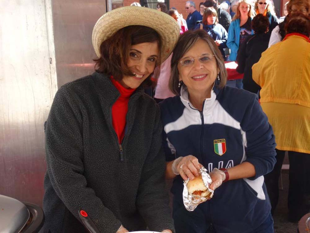 October 10, 2016 – Assemblywoman Lupardo volunteers with the Sons of Italy Ladies' Lodge at the Binghamton Columbus Day parade.<br />