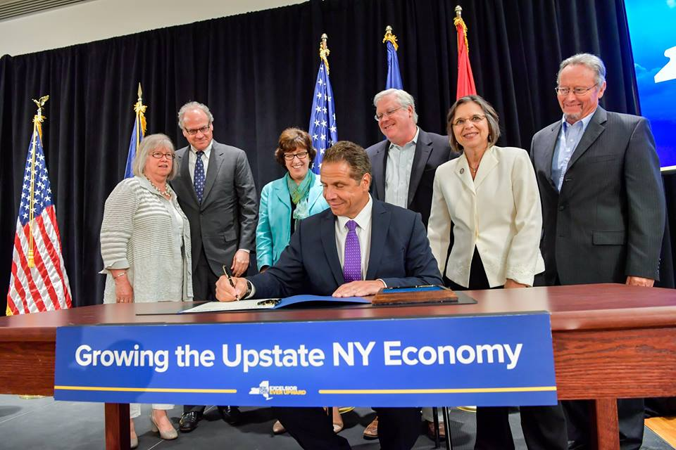 Assemblywoman Lupardo joins the Governor at a bill signing that will further grow the state's industrial hemp industry.<br />